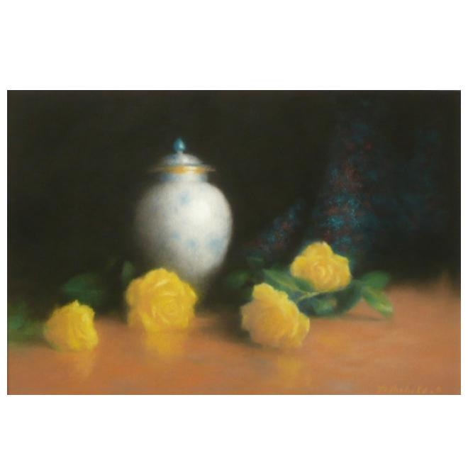 黄色い薔薇と壺