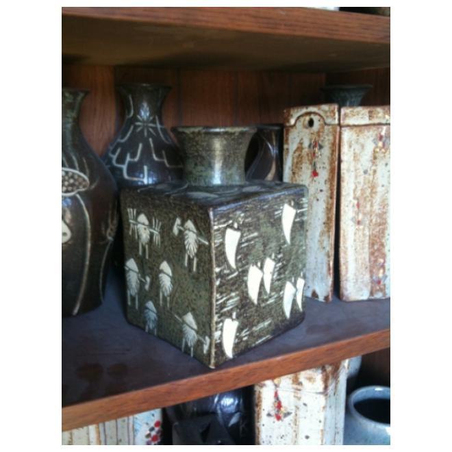 古代文様角瓶